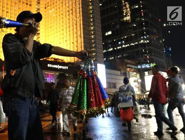 Malam Pergantian Tahun, Pedagang Ramaikan Bundaran HI