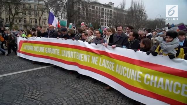 Banyaknya kasus aborsi di Prancis membuat ribuan warga berbondong-bondong turun ke jalan.