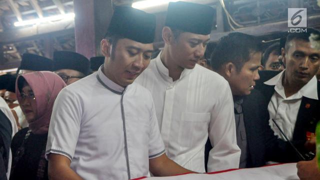 Tangis SBY, AHY, dan Ibas di Persemayaman Ani Yudhoyono