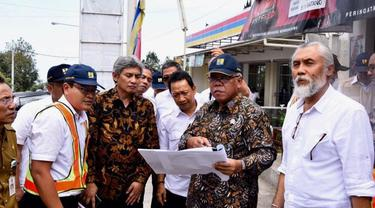 Menteri PUPR Basuki Hadimuljono melakukan kunjungan ke lokasi pembangunan jalan baru di Bali yaitu ruas jalan Mengwitani-Singaraja. (Dok Kementerian PUPR)
