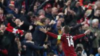 Kapten Liverpool, Jordan Henderson merayakan kemenangan timnya atas barcelona pada laga kedua semifinal Liga Champions 2018/19 di Anfield, Selasa (7/5/2019).  Liverpool sukses melaju ke final Liga Champions usai tampil sensasional menghajar Barcelona 4-0. (AP/Emilio Morenatti)