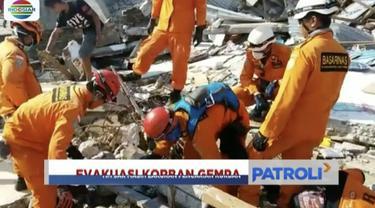 Tim SAR masih berkonsentrasi melakukan pencarian terhadap korban gempa dan tsunami yang diduga tertimbun puing-puing bangunan.