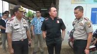 Kapolda Metro Irjen M Iriawan mengunjungi Gereja Santa Clara Bekasi. (Liputan6.com/Fernando Purba)