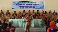 Pemerintah Kota Bitung menyalurkan sedikitnya Rp 1.933.500.000 Dana Bantuan Sosial (Bansos) yang diserahkan kepada Lansia kurang mampu, mahasiswa kurang mampu, serta penyandang disabilitas di 8 kecamatan di Kota Bitung.