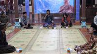 Mahasiswa Magister Ilmu Komunikasi (MIK) Universitas Atma Jaya Yogyakarta mengkampanyekan pencegahan pernikahan anak lewat pengajian (Liputan6.com /Switzy Sabandar)