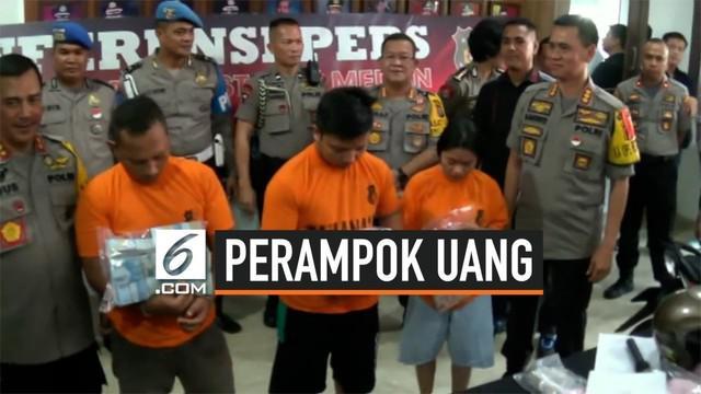 Tiga pelaku perampokan yang membawa kabur uang Rp 411 juta dari depan Irian Supermarket di Jalan Medan Tenggara Raya, Medan, ditangkap.