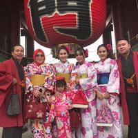 Liburan keluarga Ayu Ting Ting di Jepang. (Instagram/ayutingting92)