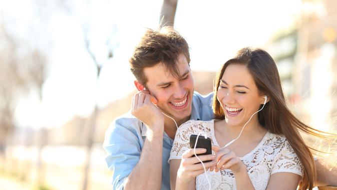 Pasangan yang sedang bahagia (Sumber: iStockphoto)