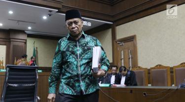 Terdakwa penerimaan suap terkait pembahasan tambahan anggaran dalam APBN P 2018, Amin Santono usai menjalani sidang pembacaan tuntutan di Pengadilan Tipikor, Jakarta, Senin (21/1). Amin dituntut hukuman 10 tahun penjara. (Liputan6.com/Helmi Fithriansyah)