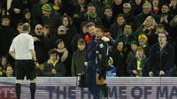 Alexis Sanchez mengalami cedera saat membela Arsenal bermain imbang 1-1 melawan Norwich City. ( Reuters / John Sibley)
