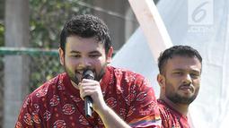 Penyanyi dangdut Ridho Rhoma saat tampil dalam Panggung Gembira di Semarang, Jawa Tengah, Sabtu (15/12). Penonton menikmati penampilan sejumlah penyanyi dengan berjoged bersama. (Liputan6.com/Gholib)