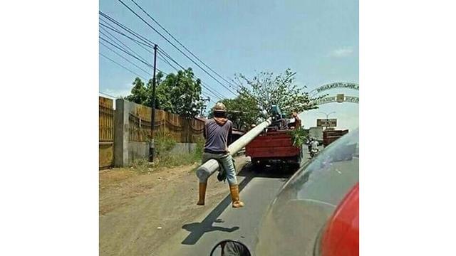 6 Kelakuan Santai Orang Naik Kendaraan Ini Nyeleneh Banget