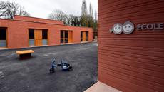 Sebuah sekolah yang ada di dalam area Rumah Sakit Ecole di Neuilly-Plaisance, dekat Paris, 21 Maret 2017. Rumah sakit yang khusus untuk anak penderita autis ini baru saja dibuka untuk umum. (BERTRAND GUAY/AFP)