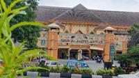 RS Saiful Anwar jadi rujukan penanganan corona Covid-19 di Malang. Seorang pasien positif yang dirawat di rumah sakit ini dinyatakan sembuh dan diizinkan pulang (Liputan6.com/Zainul Arifin)