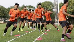 Pemain Persija Jakarta saat melakukan latihan di Lapangan Sutasoma, Jakarta, Jumat (17/1/2020). Gelandang Timnas Indonesia ini menjadi rekrutan baru Macan Kemayoran untuk mengarungi Liga 1 musim depan. (Bola.com/M Iqbal Ichsan)