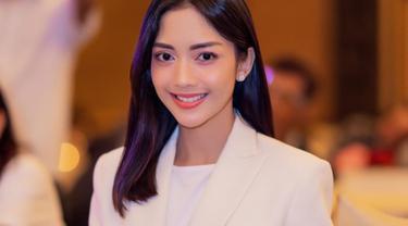 Ririn Dwi Ariyanti dikenal sebagai aktris sinetron yang sudah berkarier sejak 2001 silam. Meski kini sudah jarang main sinetron, dirinya tetap eksis di dunia hiburan.(Liputan6.com/IG/@ririndwiariyanti)