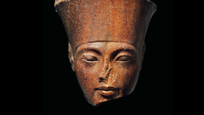 Patung kepala dari Firaun Tutankhamun yang dilelang di London. Dok: Christie's