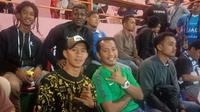Striker Kalteng Putra, Antoni Putro Nugroho di tribune VVIP Stadion Sultan Agung, Bantul, menyaksikan laga Timnas Indonesia U-23 versus PSIM Yogyakarta, Minggu (2/6/2019) malam. (Bola.com/Iwan Setiawan)
