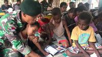 Satgas Pamtas RI-PNG Yonif 411 Kostrad Berikan Bimbel Kepada Anak-Anak Sekolah (Foto: Liputan6/Istimewa)
