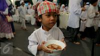 Seorang bocah saat menghadiri acara buka puasa bersama Presiden dengan ratusan yatim di Istana Negara, Jakarta, Kamis (18/6/2015). (Liputan6.com/Faizal Fanani)