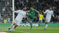 "Francisco Roman ""Isco"" akhirnya membobol gawang Las Palmas pada menit ke-74 dalam laga  La Liga Santander di Santiago Bernabeu stadium, Madrid, (5/11/2017). Real Madrid menang 3-0. (AP/Francisco Seco)"