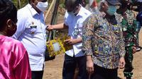 Foto: Menteri PUPR, M.Basuki Hadimuljono, saat mengunyah pembangunan waduk Napun Gete di Kabupaten SIKKA, NTT (Liputan6.com/Dion)