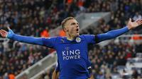 Jamie Vardy, penyerang yang tampil sensasional pada musim ini bersama Leicester City. Untuk mendapatkan striker berkebangsaan Inggris itu, Chelsea harus menyiapkan dana sebesar 30 juta poundsterling. (AFP Photo/Lindsey Parnaby)
