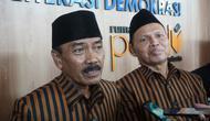 Pasangan calon independen Bagyo Wahyono - FX Supardjo setelah menyerahkan berkas syarat dukungan di Kantor KPU Solo, Jumat (21/2).(Liputan6.com/fajar Abrori)