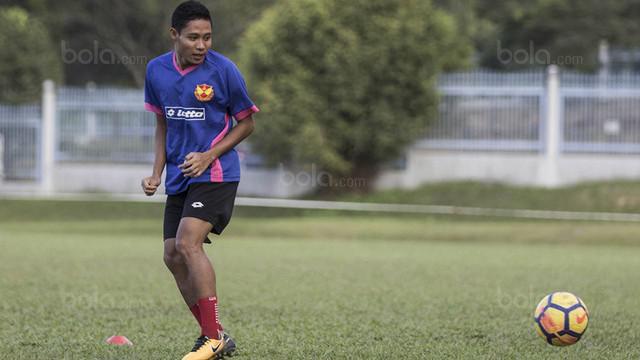 Berita video live dari Malaysia melihat lebih dekat latihan Evan Dimas bersama Selangor FA.