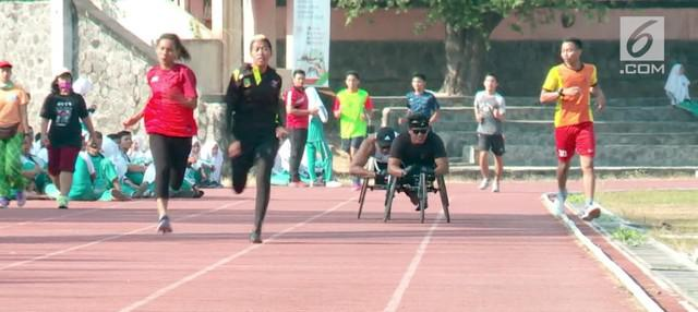 Sarana latihan yang tidak sepenuhnya steril dari pengunjung, membuat atlet yang berlatih untuk kesiapan Asian Para Games di stadion Sriwedari Solo tidak nyaman.