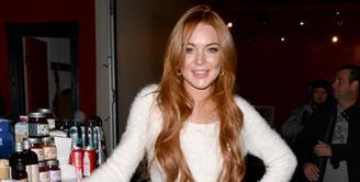 Lindsay Lohan selalu dibicarakan perihal perpindahan agamanya menjadi seorang muslim. Namun selain itu ia juga diketahui telah pindah rumah dan kini memutuskan untuk pindah ke London. (AFP/Bintang.com)