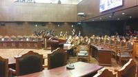 Gubernur DKI Jakarta Basuki Tjahaja Purnama atau Ahok kembali mendatangi gedung Mahkamah Konstitusi (MK), Rabu (31/8/2016).  (Liputan6.com/Delvira Hutabarat)