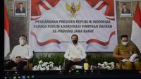 Presiden RI Joko Widodo ketika memberikan arahan kepada Gubernur serta Forkopimda Jawa Barat dan Bupati/Walikota se-Jawa Barat di Teras Pendopo Kabupaten Kuningan, Selasa, 31 Agustus 2021. (Foto: Istimewa)