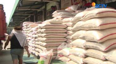 Pasca berhentinya pasokan beras ke  Pasar Induk  Cipinang Jakarta Timur pekan lalu membuat stok beras di pasar terganggu.