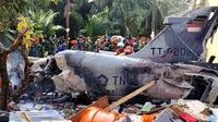 Pesawat tempur TNI AU jenis Hawk 200 jatuh di Perumahan Sialang Indah, Desa Kubang Jaya, Kabupaten Kampar. (Liputan6.com/ M Syukur)
