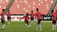 Para pemain Singapura saat latihan jelang laga Piala AFF 2018 di Stadion Nasional, Singapura, Kamis (8/11). Singapura akan melawan Timnas Indonesia. (Bola.com/M. Iqbal Ichsan)