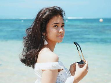 Wanita kelahiran Medan, 20 Januari 1995 ini merupakan keturunan Belanda-Indonesia. Michelle memiliki adik laki-laki bernama Russel Rush. (Liputan6.com/IG/@michelleziu)