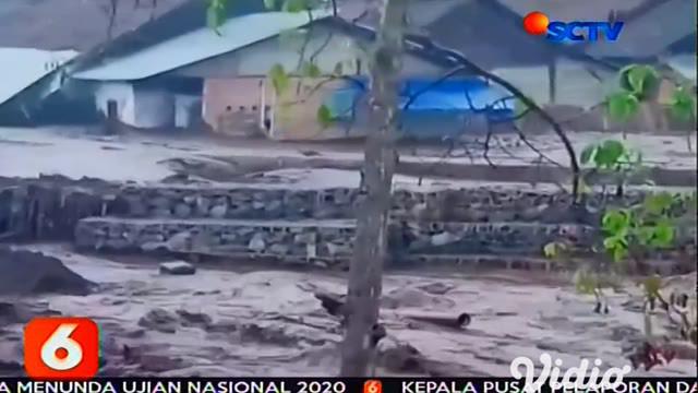 Banjir bandang menerjang ratusan permukiman warga di Desa Sempol dan Desa Kalisat, Bondowoso, Jawa Timur. Diduga banjir bandang berasal tumpahan air dari Gunung Suket yang tak mampu menampung air hujan.