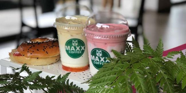 Strawberry Latte & Mango Latte/Maxx Coffee.