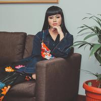 """""""Alhamdulillah terlahir di keluarga tebal dan rambut aku hitam,"""" tambah Yura Yunita saat bercerita soal rambutnya yang tebal dan berponi. (Instagram/yurayunita)"""