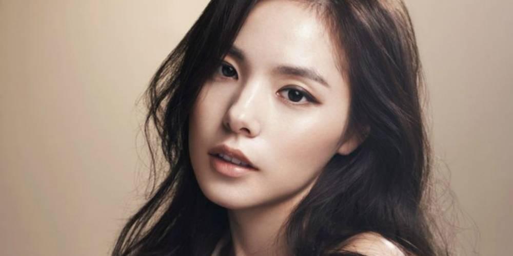 Min Hyo Rin mengaku hidungnya asli.