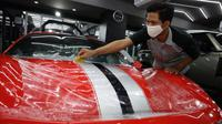 Proses pemasangan Paint Protect Film. (V-Kool Indonesia)