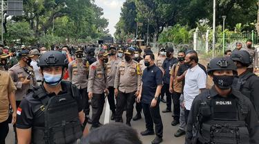 Pangdam Jaya, Kapolda, Kabareskrim meninjau lokasi demo di Patung Kuda, Jakarta Pusat.