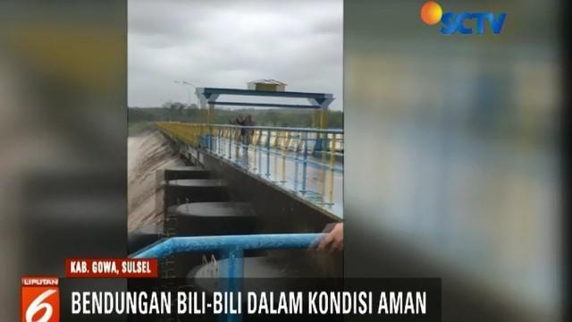 Video amatir di media sosial menyebutkan Bendungan Bili-Bili di Gowa jebol akibat banjir. Sementara balai besar setempat menegaskan kondisi bendungan tersebut masih aman.