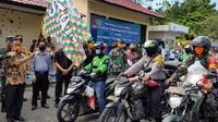 Walikota Tarakan Khairul melepas rombongan pendistribusian bantuan paket sembako dengan menggunakan ojek online, babinsa, dan babimkamtibmas.