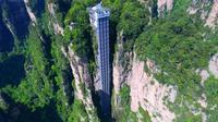 The Bailong Elevator (sumber: metrouk)