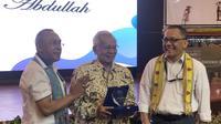 Peneliti Lembaga Ilmu Pengetahuan Indonesia (LIPI) Taufik Abdullah mendapatkan Himpenindo Lifetime Achievement Award. (Liputan6.com/Ratu A Suryasumirat)