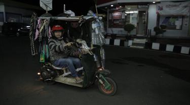 Sekelompok pengendara Vespa mengubah tampilan motornya menjadi unik bahkan ekstrem.