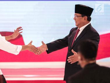 Keakraban Jokowi dan Prabowo Usai Debat Kedua Pilpres