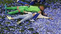 Kiper Chelsea, Willy Caballero, saat perayaan gelar juara Liga Champions di Stadion Dragao, Porto, Minggu (30/5/2021). Chelsea menang 1-0 atas City. (Pierre Philippe Marcou/Pool via AP)